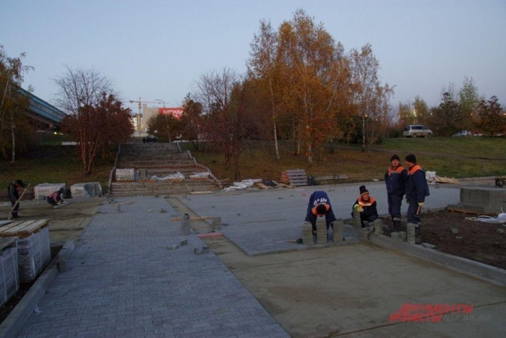"""В этом году на набережной планировалось благоустроить зону от парка """"Городское начало"""" до сцены."""