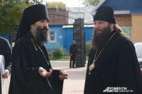 Епископ Николай Манхэттенский (справа) на встрече с игуменом оренбургского мужского монастыря Варнавой.