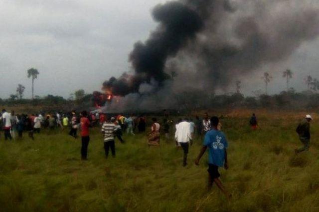 Вовремя крушения самолета вКонго умер один украинец— МИД