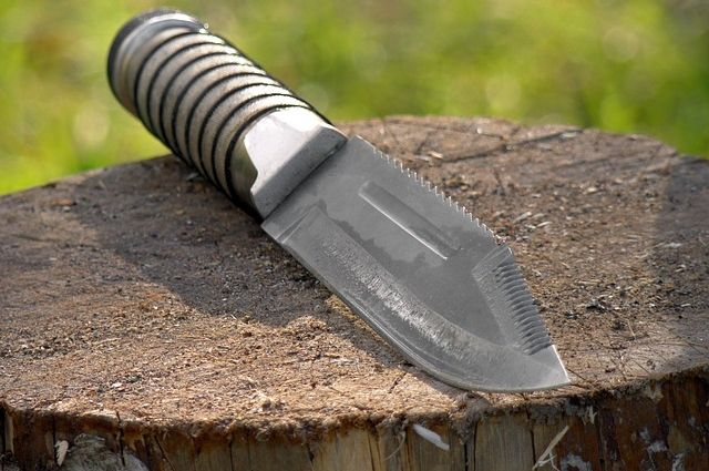 Оренбуржец, заступившийся за двух женщин, получил удар ножом.