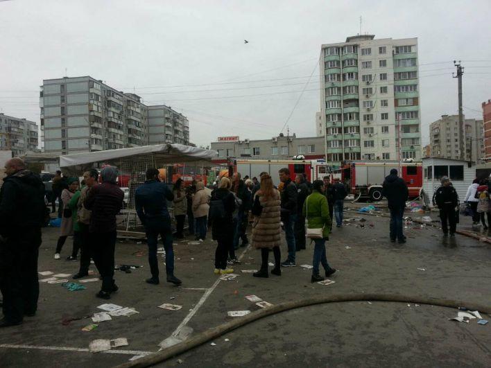 Пожар начался поздним вечером в субботу, 8 октября.