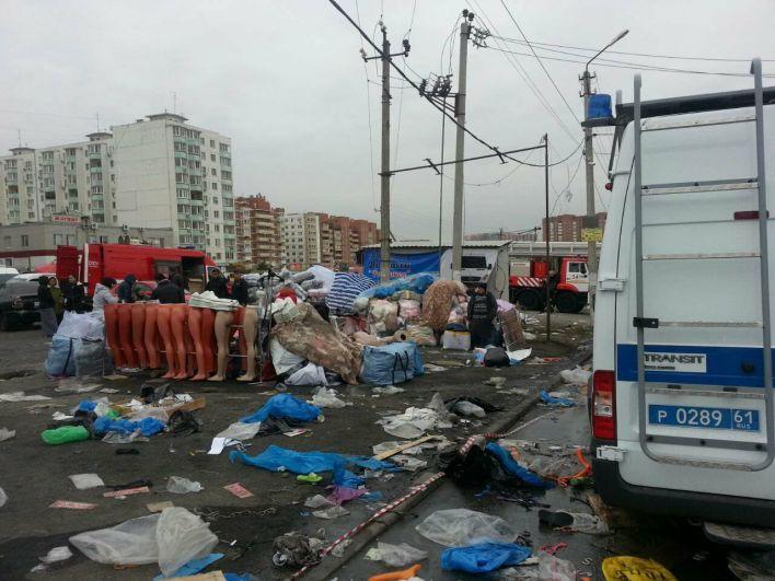 В Ростове-на-Дону крупный пожар парализовал работу вещевого рынка в микрорайоне «Темерник».