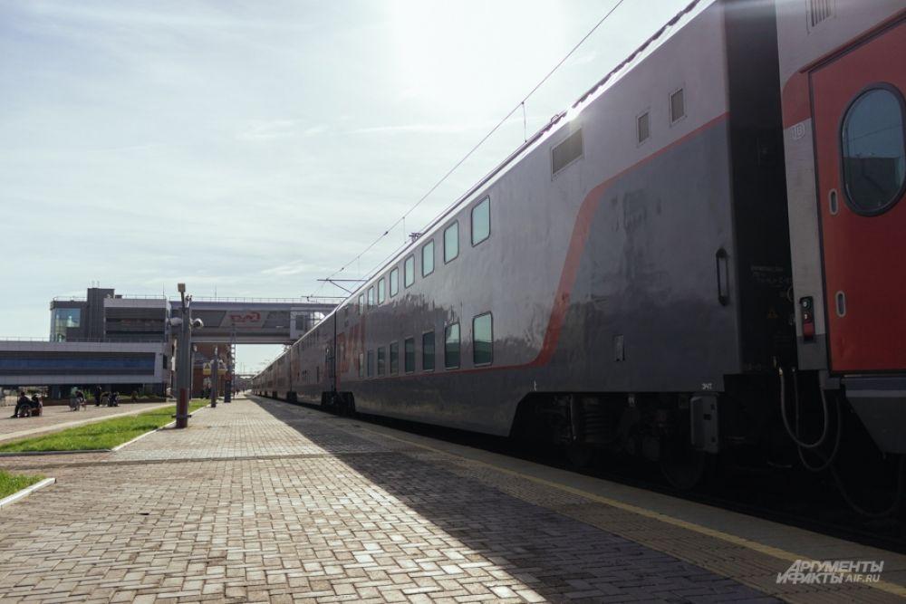 Вагон едет в составе двухэтажного поезда №23.