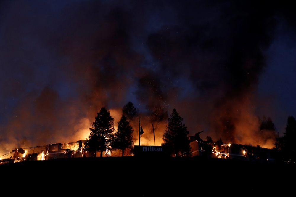 Лесной пожар неподалеку от города Санта-Роза.