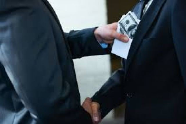 ВБашкирии сотрудницу МВД и юриста  подозревают вовзяточничестве