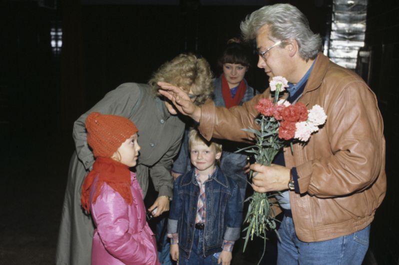 У дома Аллана Чумака. 1991 год.