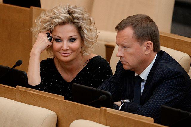 Мария Максакова и Денис Вороненков на заседании Госдумы РФ, 2015 г.