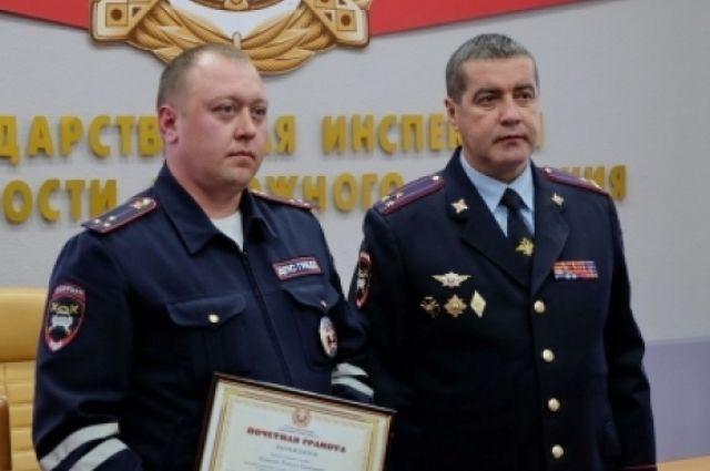 Старшему лейтенанту полиции Алексею Кошелеву вручили Почетную грамоту и денежную премию