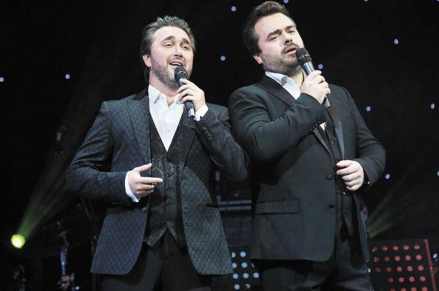 Василий Ладюк и Алексей Татаринцев исполнили итальянские и русские песни.
