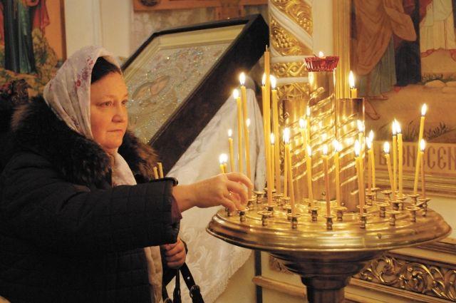 В этот день нужно обязательно посетить храм, поставить свечки и помолиться.