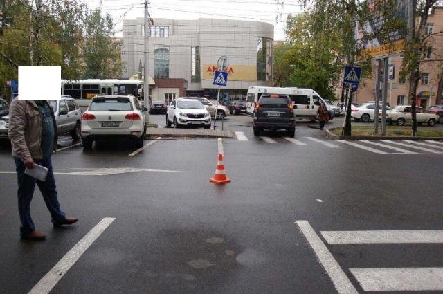 ВСтаврополе вседорожный автомобиль сбил пенсионерку на стоянке магазина