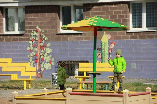 113 дворов из 210 уже привели в порядок. В остальных работы обещают закончить до конца октября 2017 года.