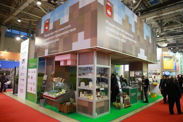 Натуральные молочные продукты, вкуснейшие колбасы, замечательные джемы и традиционные русские напитки - пермским аграриям было что показать на выставке.