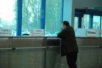 Для убедительности женщина совершала передачу фальшивок возле действующих авиакасс.