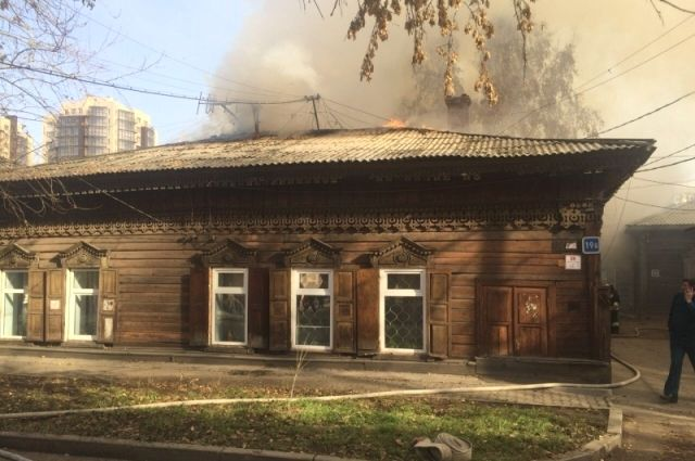Полицейские проверяют обстоятельства пожара вдоме наулице Бабушкина вИркутске