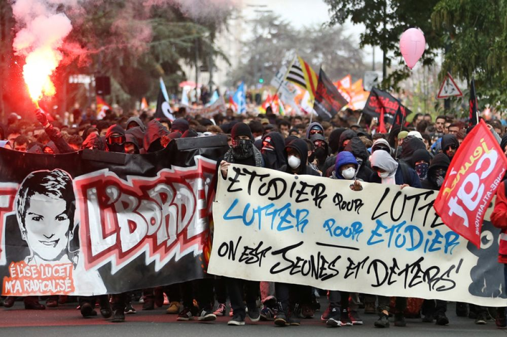 Общенациональная забастовка против реформ правительства в Нанте.