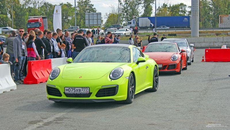 Координировал заезды знаменитый российский автогонщик, чемпион России по автогонкам в классе Туринг Олег Кесельман.