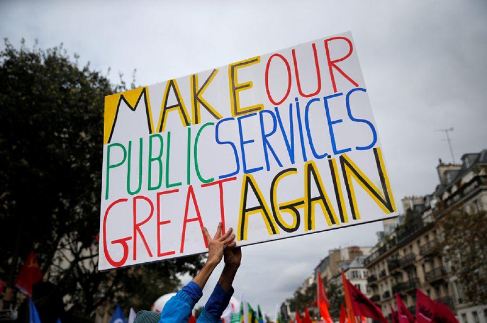 Лозунги на акции протеста в Париже: «Сделаем нашу сферу услуг снова великой».