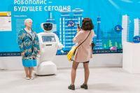 Гуляя по выставке можно познакомиться с роботами.