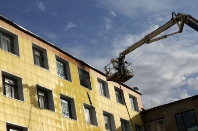 В Оренбурге на пожаре по ул. Юркина огнеборцы спасли двоих детей.