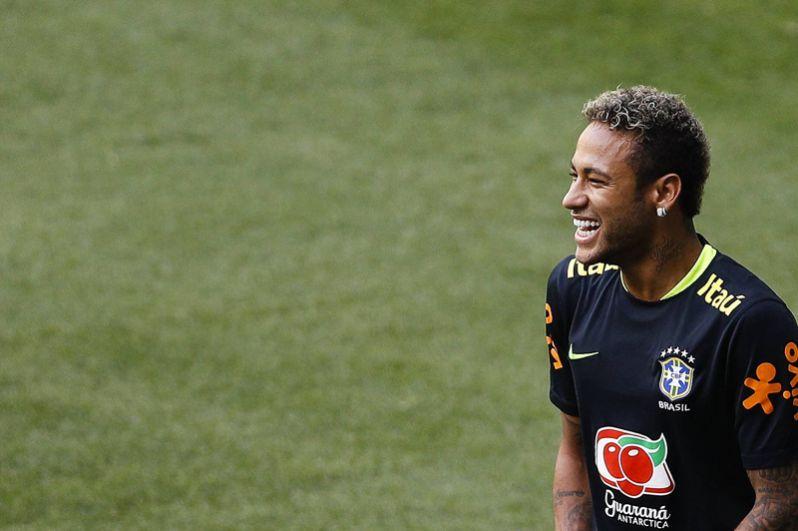 Неймар. Лидер сборной Бразилии и «Пари Сен-Жермен», самый дорогостоящий футболист мира.