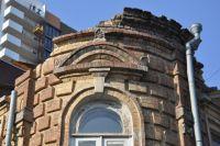 Сотни старинных зданий утрачивают свой облик, а то и вовсе сменяются новостройками.