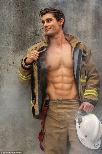 В продажу новый календарь с «горячими» пожарными должен поступить до конца этого года.