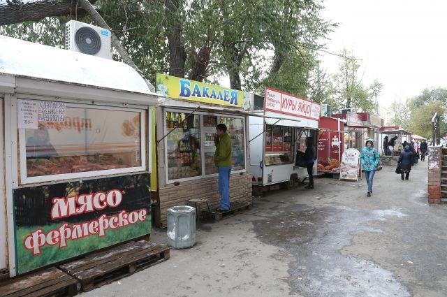 К киоскам на ул. Худякова приходят не только жители близлежащих хрущёвок, но и челябинцы из других районов.