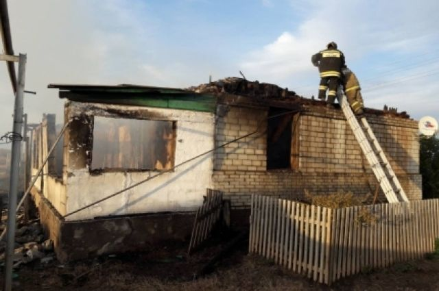 55-летний мужчина умер  впожаре  дома вСаракташском районе