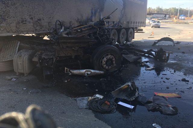 В Уватском районе произошло ДТП: погиб водитель КамАЗа
