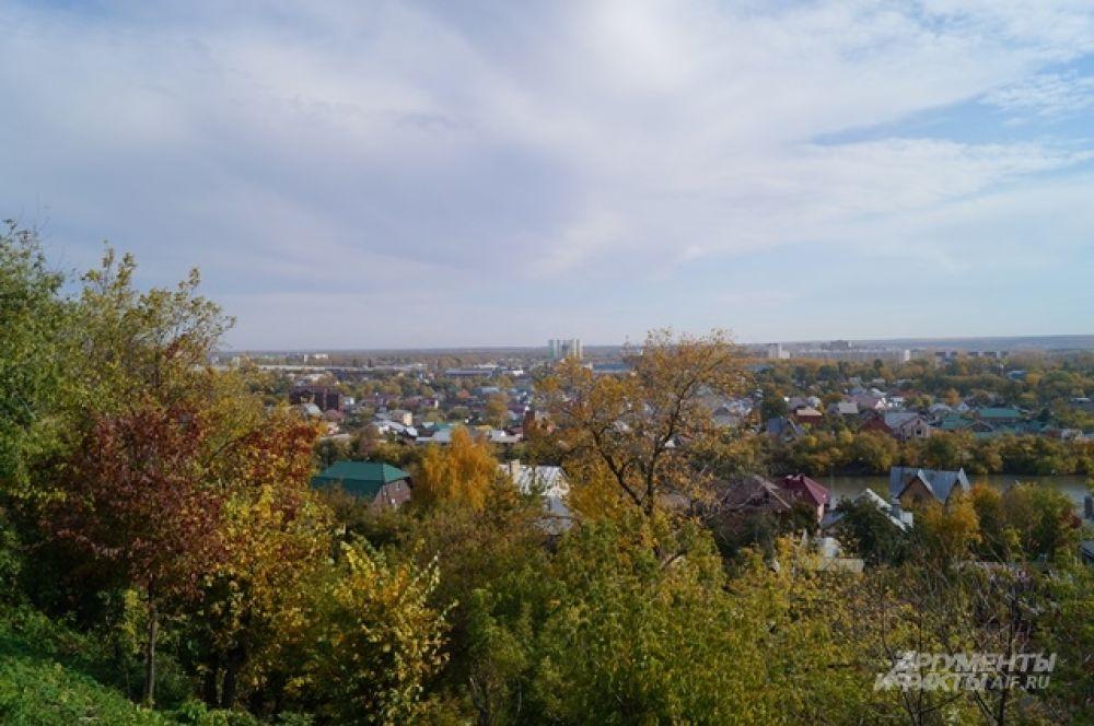 Вид на город со смотровой площадки на улице Кирова.