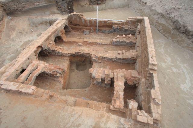 Стоянка Крутая – это археологический объект, расположенный вблизи комплекса палеографических объектов «Афонтова гора».
