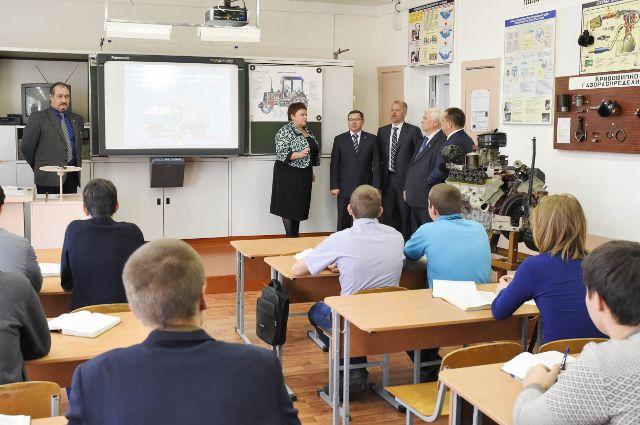 Владимир Якушев посетил Юргинское отделение Заводоуковского техникума