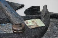 Дайверы передали Музею Калининграда поднятые с затонувшего судна экспонаты.
