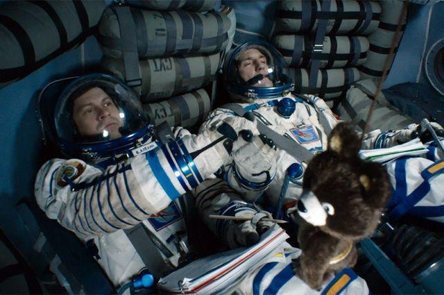 Рецензия на «Салют-7»: космическая атака с черенками