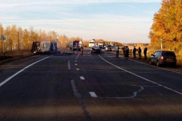 ВСамарской области вДТП синомаркой умер шофёр УАЗа