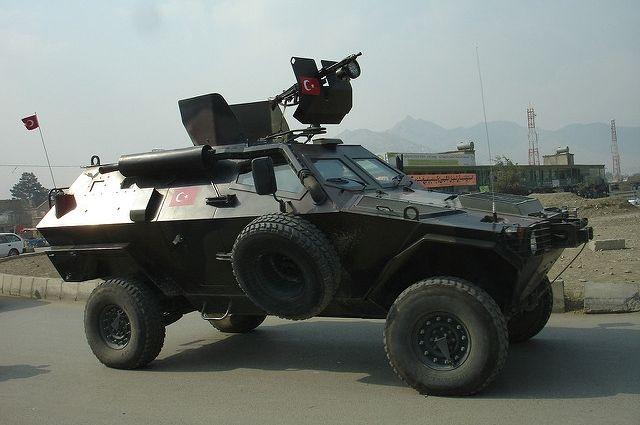 Турецкие военные ибронетехника вошли вСирию