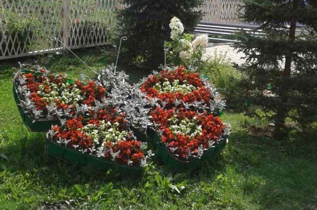 Клумбы в виде бабочек там понравились жителями, что они просят установить их в каждый двор!