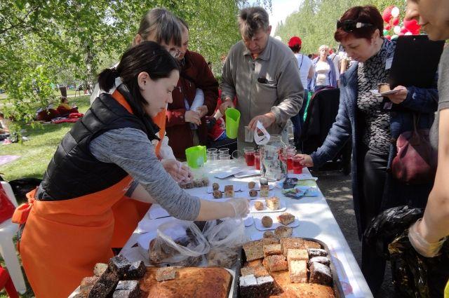 Нередко на городских мероприятиях еду из «Пищи жизни» может попробовать любой желающий. Кормят бездомных вкусно.