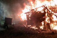 Спастись из горящего дома девушка и её папа не успели.
