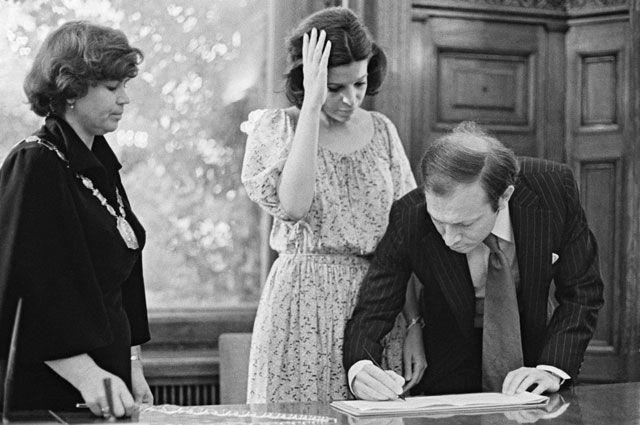 Кристина Онассис во время бракосочетания с Сергеем Каузовым в Московском Дворце бракосочетания, август 1978 г.