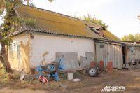 В стареньком саманном домике до сих пор пыхтит настоящая русская печь.