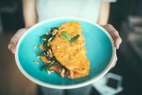 Омлет можно приготовить несколькими способами.