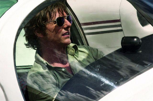 Том Круз в роли Барри Сила в фильме  «Сделано в Америке».