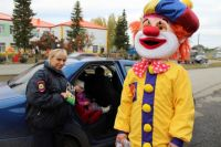 Тюменские сотрудники ГИБДД используют шоковую терапию и клоунов