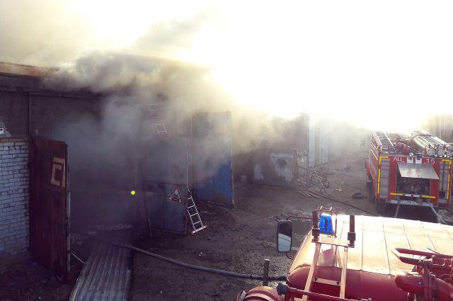 На улице Гилевская роща из-за сварочных работ загорелась крыша склада