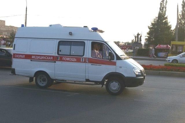 Пассажирка погибла на месте, водителя отвезли в больницу.