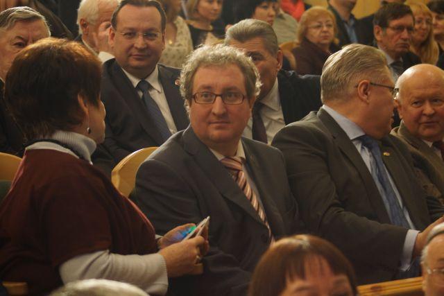 Павел Миков (в центр) может стать преемником Татьяны Марголиной (крайняя слева).