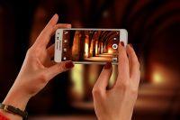 Телефон может стать лакомой добычей для грабителей.