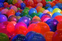 Жительница Кузбасса пострадала из-за взрыва воздушных шаров.